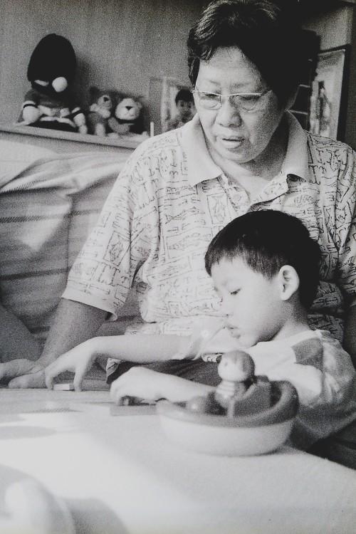 PICT0021 kiddo granny puzzles